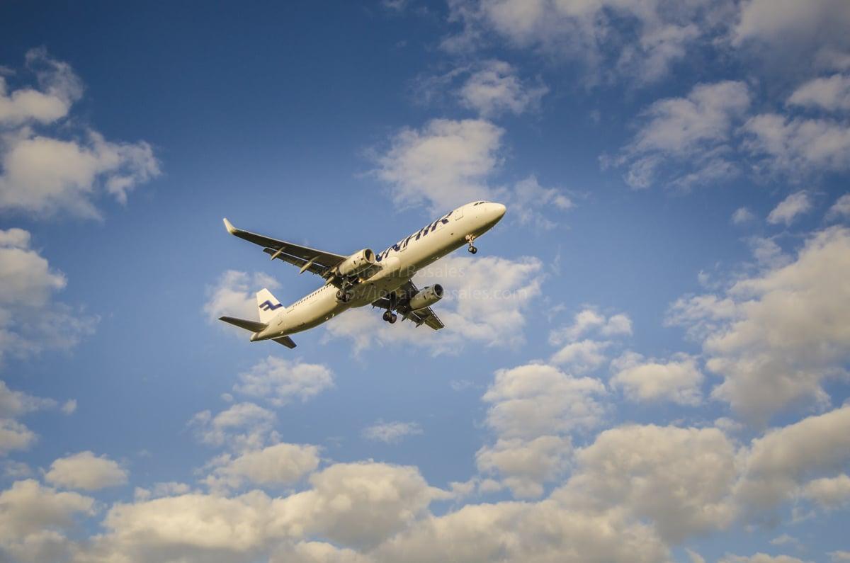 Aeroplane landing - Finnair